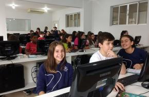 6º ano concentrado para a produção da revista sobre a aula-passeio em Botuverá!